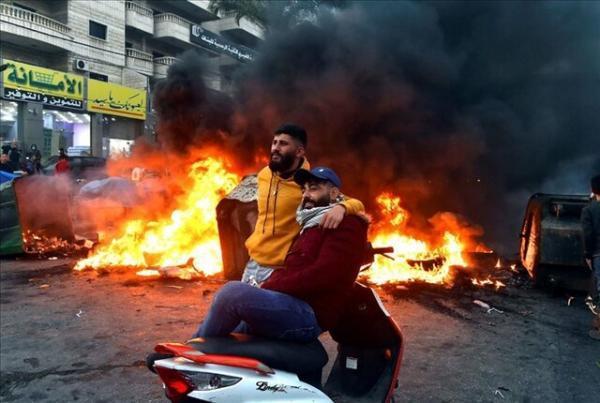 تظاهرات و بستن راه ها در لبنان در اعتراض به اوضاع معیشتی