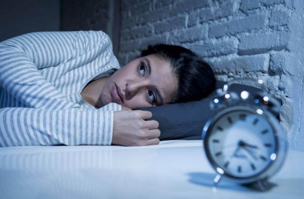 نگاه متفاوتی به یک مشکل خواب شایع: واقعا چرا بعضی ها یکی دو ساعت بعد از خواب بیدار می شوند و یک ساعتی کلنجار می فرایند تا دوباره خوابشان ببرد؟